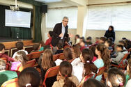Ο Άγγελος Τσιγκρής εύχεται καλή χρονιά στους μαθητές και τους δασκάλους τους
