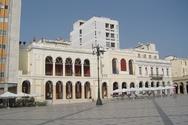 Πάτρα: Ναρκομανείς έχουν κάνει στέκι τους το υπόστεγο του θεάτρου «Απόλλων»