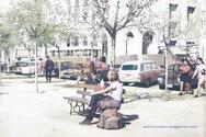 Ανέμελος τουρίστας στην πλατεία Γεωργίου πριν από περίπου 50 χρόνια!