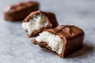 Σοκολατάκια γεμιστά με καρύδα
