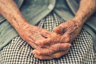 Συγκίνηση - Η αιωνόβια γιαγιά της Πάτρας που ζητούσε να εμβολιαστεί κατά του κορωνοϊού