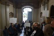 Πάτρα: Οι πρώην εργαζόμενοι του κοινωφελούς 2020 «μπήκαν» στο δημαρχείο!