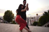 Χορεύοντας tango στα σοκάκια και στα στενά της Πάτρας (βίντεο)