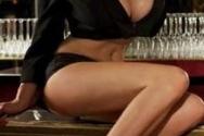 Το σοκαριστικό ατύχημα μιας barwoman (video)