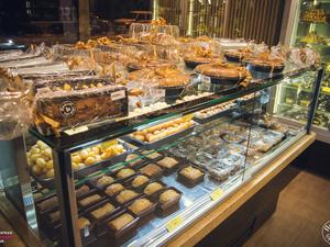 Ζητούνται άτομα για εργασία στο αρτοποιείο 'Παύλος & ξερό ψωμί'