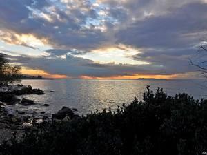 Ο 'χρυσός' ήλιος της Πάτρας από 5+1 οπτικές γωνίες, δίπλα στην θάλασσα (pics)