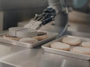 Το ρομπότ - μάγειρας που φτιάχνει burgers (video)