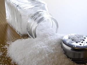 Βάζοντας λιγότερο αλάτι στο φαγητό θα μειώσετε τη νυκτουρία