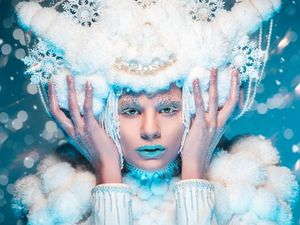 Η πανέμορφη Βερόνικα Σταρσίνοβ εντυπωσιάζει ως 'Frozen Queen' (pic)