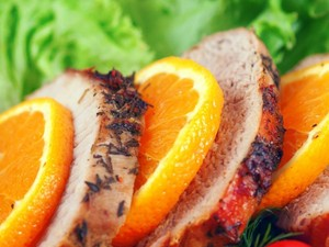 Μαγειρέψτε χοιρινό καρέ με σως πορτοκάλι