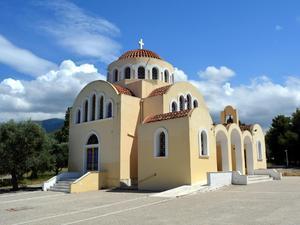 Το εκκλησάκι που «προστατεύει» το Πανεπιστήμιο της Πάτρας, γίνεται ακόμα πιο όμορφο (pics+video)