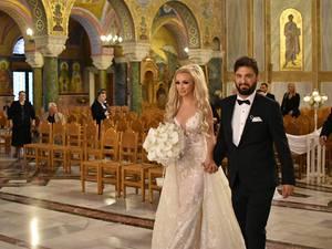 Νικόλ Μακρή & Άγγελος Ξηρομερίτης - Από τα ερτζιανά στα σκαλιά της εκκλησίας, το ζευγάρι από την Πάτρα!