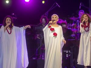 """Η Μαρινέλλα, η Ελένη Βιτάλη και η Γλυκερία κάνουν το τραγούδι """"Γυναικεία Υπόθεση"""" στην Πάτρα!"""