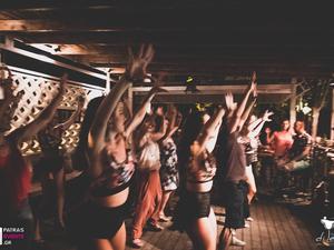 Salsa, bachata και zumba στο ξύλινο deck της Πάτρας! (φωτο)