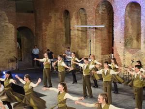 To Χορευτικό Τμήμα του Δήμου Πατρέων ετοιμάζει μια διήμερη παράσταση, αφιερωμένη στους πρόσφυγες!