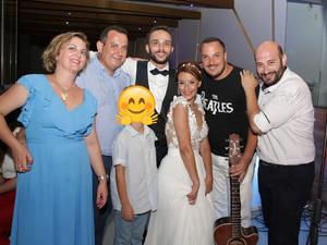 'Ανατροπή' σε γάμο στο Ρίο - Εκεί που όλα κυλούσαν ήρεμα μπήκε ο Δείξιμος με την κιθάρα του... (φωτο+βίντεο)