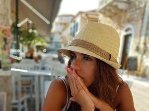 Κριστέλ Βουρνά - Το μελαχρινό κορίτσι, με το γλυκό χαμόγελο και το άψογο στυλ!