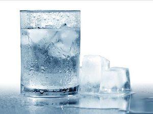 Μάθετε με ποιον τρόπο στη δίαιτα το παγωμένο νερό