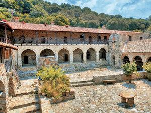 Ιερά Μονή Αγίων Πάντων - Το μοναστήρι της Αχαΐας που 'χάνεται' στα δάση και στο χρόνο (pics)