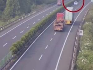 Οδηγούσε ανάποδα σε εθνικό δίκτυο για να μην πληρώσει τα διόδια (video)