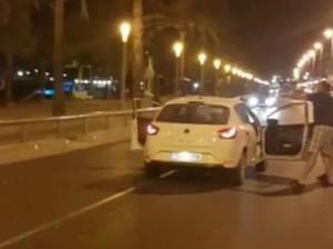 Η στιγμή που αστυνομικοί πυροβολούν τον έναν τρομοκράτη της Καμπρίλς (video)