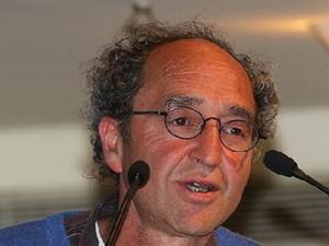 Ελεύθερος υπό όρους ο συγγραφέας Ντογάν Ακανλί