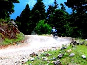 Παρνασσός-Καλάβρυτα σε... off road διαδρομή με μηχανές! (video)