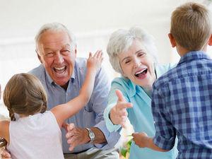 H Google τιμά με doodle τον παππού και την γιαγιά