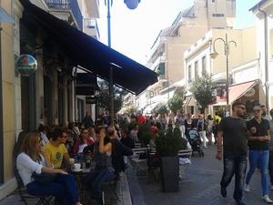 Εορταστική ατμόσφαιρα στο κέντρο της Πάτρας - 'Πλημμύρισε' με κόσμο η Ρήγα Φεραίου (pics)