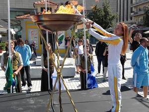 Η πορεία της ιερής Ολυμπιακής φλόγας στην Πάτρα - Ποιοι θα την μεταφέρουν (pics)