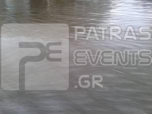 Η μπόρα έκανε «λίμνη» την Ακτή Δυμαίων - Προβλήματα στην Πάτρα από την βροχή (pics)