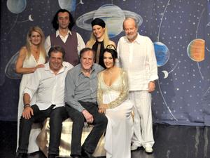Με ιδιαίτερη επιτυχία πραγματοποιήθηκε η επίσημη πρεμιέρα της παράστασης 'Ο Δίας… ξαναγύρισε' (pics)