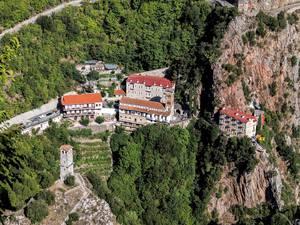2,5 ώρες από την Πάτρα αρκούν για να βρεθούμε σε ένα από τα σημαντικότερα μοναστήρια της Ορθοδοξίας! (pics)