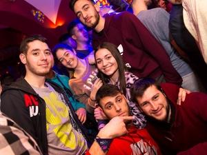 Πήγαν με τις πυτζάμες τους σε... club της Πάτρας (pics)