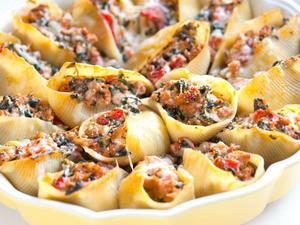 Φτιάξτε μακαρόνια γεμιστά με κοτόπουλο και τυρί