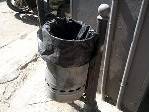 Πόσα καλαθάκια σκουπιδιών πρέπει να έχει κανονικά το κέντρο της Πάτρας;