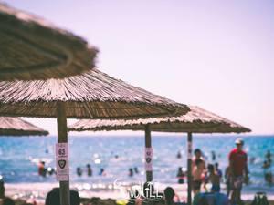 Ζητείται κοπέλα για beach bar στην Καλόγρια