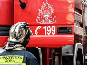 Πάτρα: Ξέσπασε φωτιά σε σπίτι στο Μιντιλόγλι