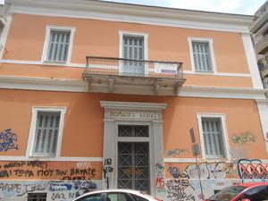 Το νεοκλασικό της Πατρέως και Καραϊσκάκη που ρημάζει - Θα γίνει Μουσείο Τύπου; (pics)