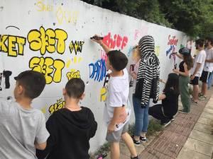 Πάτρα - Έφηβοι έκαναν τις πρώτες τους απόπειρες στον κόσμο του γκράφιτι και του throw up! (φωτο)