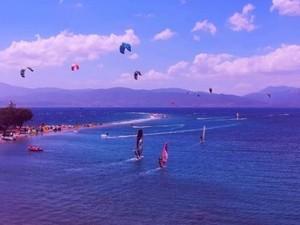 Δρέπανο Αχαΐας - Η 'αδυναμία' των kite surfers (video)