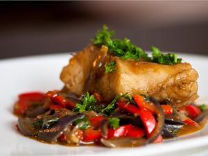 Μαγειρέψτε μπακαλιάρο στο φούρνο με λαχανικά
