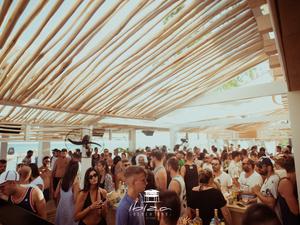 To αδιαχώρητο στο Ibiza - Ένας μικρός 'παράδεισος', ένα μεγάλο beach party! (pics+video)