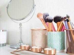 Πως να καθαρίσετε σωστά τα πινέλα του μακιγιάζ σας