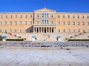 Reuters: 'Η Ελλάδα παραμένει δέσμια των πιστωτών της'