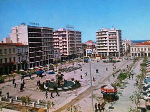 Η έγχρωμη φωτοκάρτα της δεκαετίας του '60 από την πλατεία Γεωργίου