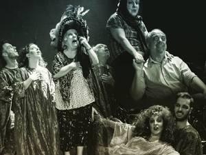 Πάτρα: Η παράσταση 'Τα σκουπίδια' φιλοξενείται στο Θέατρο Απόλλων (φωτο)