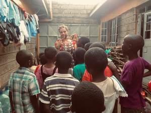 Έλλη Πετροπούλου - Από το Αίγιο εθελόντρια σε ορφανοτροφείο της Κένυας (pics+video)