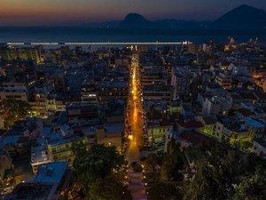 Οι σκάλες της Αγίου Νικολάου οδηγούν στην καρδιά της πόλης