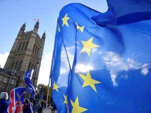 Στιβ Μπάνον: 'Η Ευρωπαϊκή Ένωση προσπαθεί να αποτρέψει το Brexit'